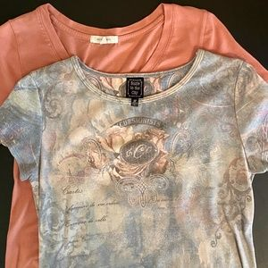 Set of 2 Short Sleeve Tee Shirts Peach and Floral